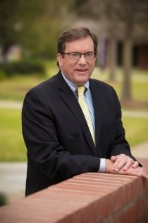 Cal Lutheran president to step down